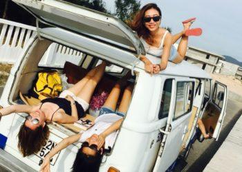 Ellas transformaron una camioneta en su casa rodante y ahora viajan por el mundo