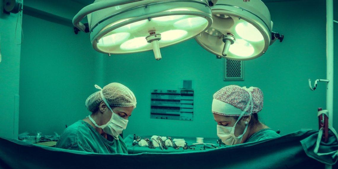 """""""No se daba cuenta de lo hermosa que era"""": Hablan familiares de mujer que murió tras cirugía estética"""