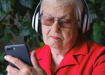 Nieto inventa el 'Yayagram' para que su abuela de 96 años pueda hablar con su familia
