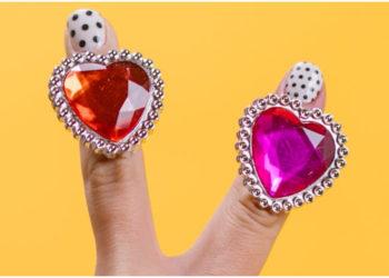 La moda de los anillos estilo 'chunky' está arrasando este año. Foto: Pexels