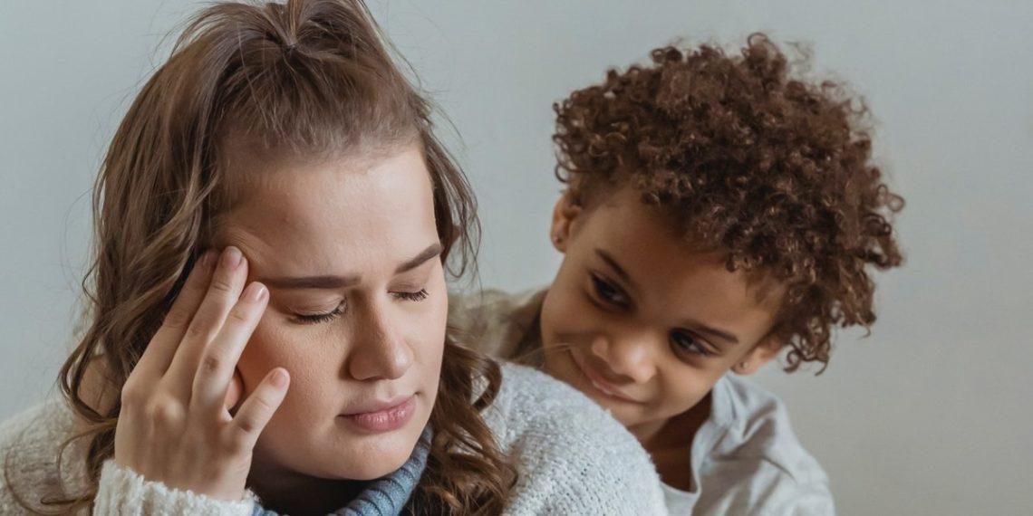 Actriz confiesa que está arrepentida de ser madre y funda grupo de ayuda