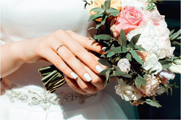 Novia le envía a los invitados una lista regalos de 400 dólares para entrar a su boda