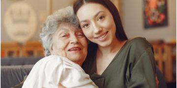 Consentir a mamá: hazla disfrutar con una mascarilla facial y un manicure