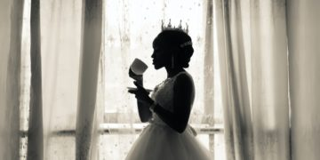 Novia le pidió a su amiga cuyo bebé murió que no asistiera a su boda para que no le robara la atención