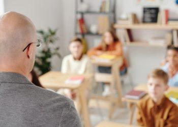 ¿Decisión personal? Hombre retiró a su hija del colegio porque le enseñaban sobre racismo y transgéneros