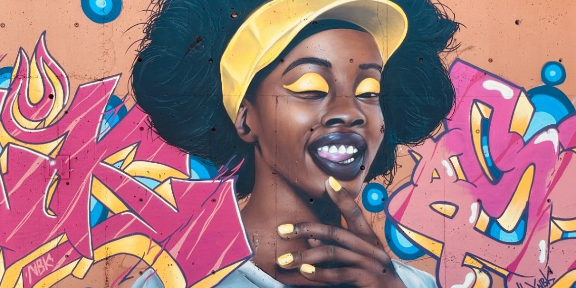 Manicure con cómics: saca tu lado más divertido con arte en tus manos