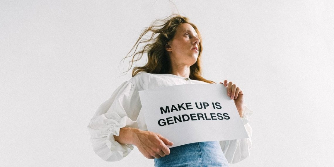 Belleza sin género: la tendencia en moda y maquillaje que ya no distingue entre hombres y mujeres