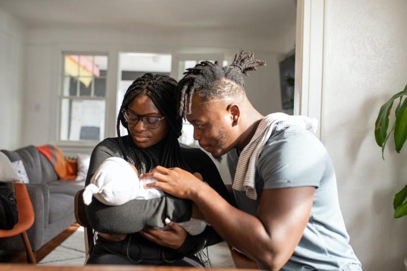 Estudio confirma que el mejor calmante para un bebé son los abrazos de mamá