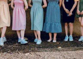 """Profesores hombres en España están usando faldas para decir que """"la ropa no tiene género"""""""