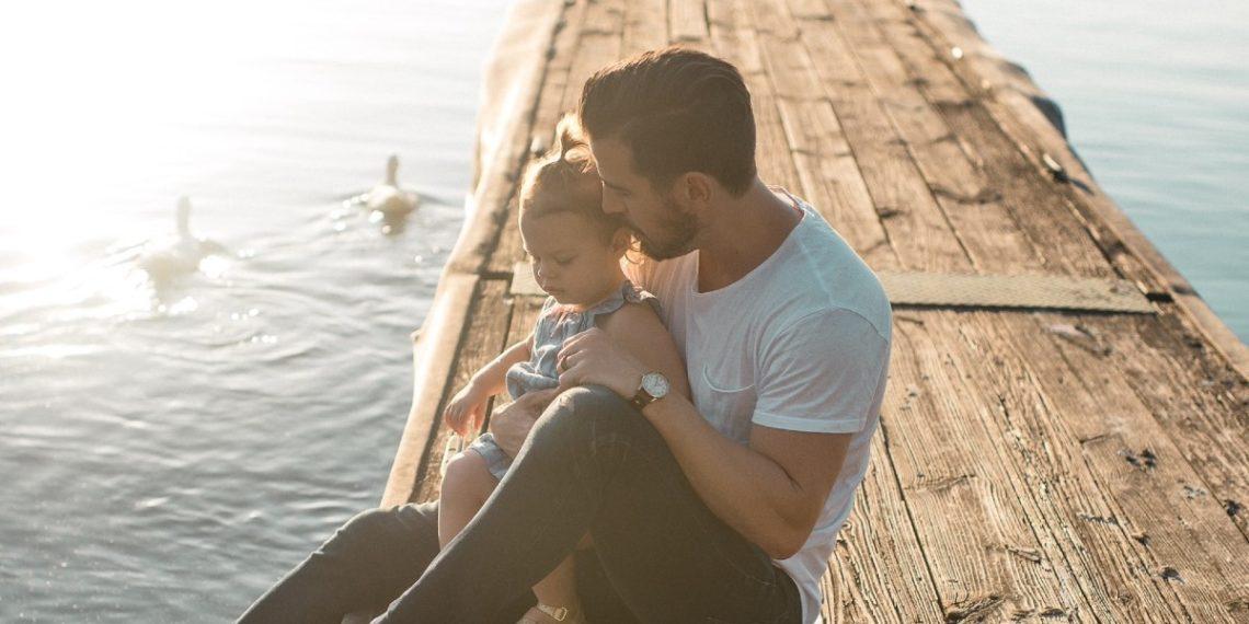 Sanar la herida del padre ausente: psicólogos explican cómo el abandono paterno puede afectar tu vida