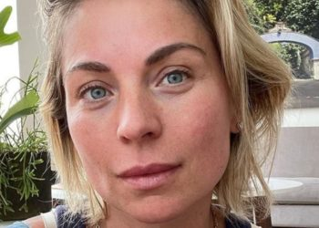 "A todas nos pasa: Ludwika Paleta recibió halagos por dejar al descubierto su ""mechón de canas"""