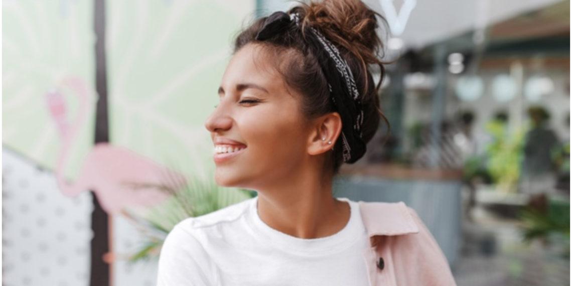 Peinados ideales para adelgazar visualmente las facciones de la cara redonda. Foto: Freepik