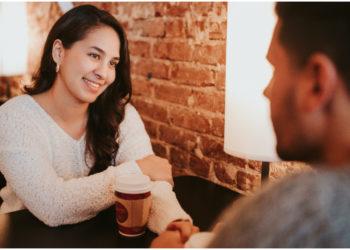 Chica dice que los hombres deben pagar en la primera cita