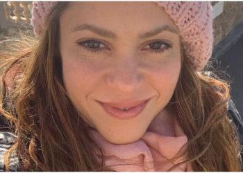 Shakira se olvida del pelo rosa y reaparece más hermosa que nunca a sus 44 años