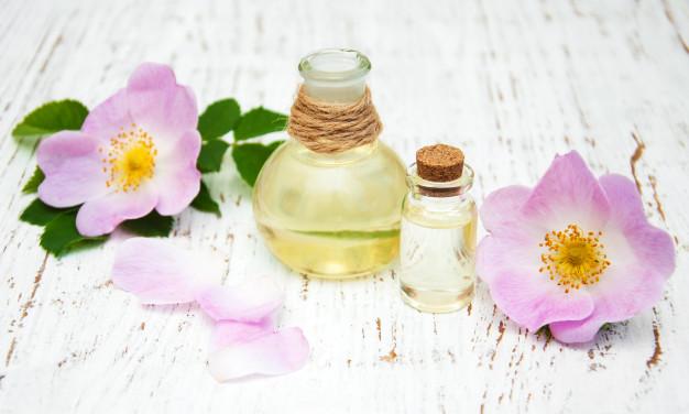 Potencia tu rutina de cuidado con aceites naturales que favorecen la piel madura