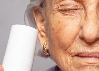 Nunca es tarde: abuela de 99 años se convierte en modelo de maquillaje