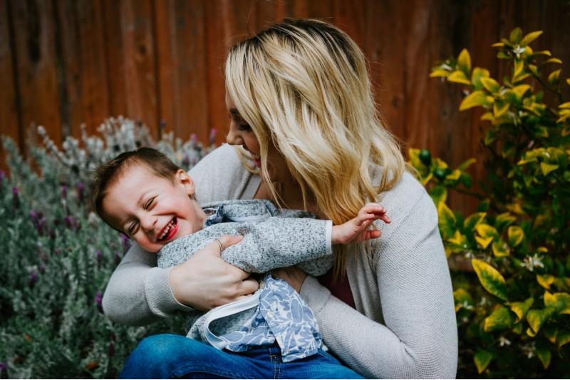 Crianza respetuosa: cómo crian los millenials a sus hijos sin gritos ni 'chanclas'