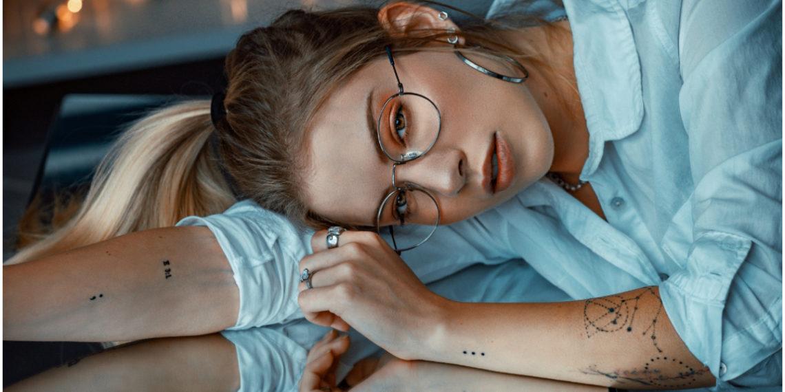 Tatuajes delicados ideales para las mujeres que buscan conectarse con su lado espiritual