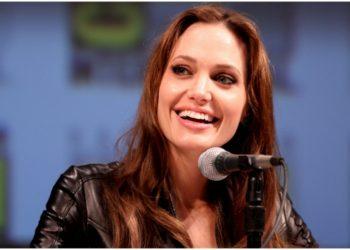 Angelina Jolie y otras famosas que han desafiado las 'normas' de una crianza tradicional