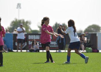 A pequeña de Argentina le prohibieron jugar con su equipo de fútbol porque no aceptan niñas
