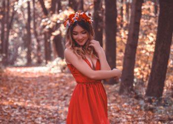 """¿Les das el """"Sí, quiero""""? Vestidos de novia rojos para las atrevidas que no les gusta lo convencional"""