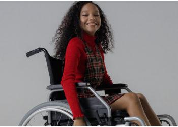 Aaron Rose Philip: primera modelo trans con discapacidad que desfila alta costura