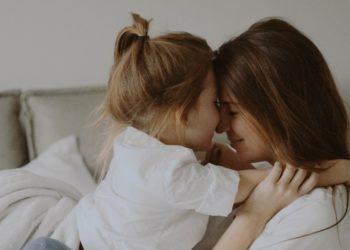 Cosas que jamás debes decirle a tu hija si quieres que crezca amando su cuerpo
