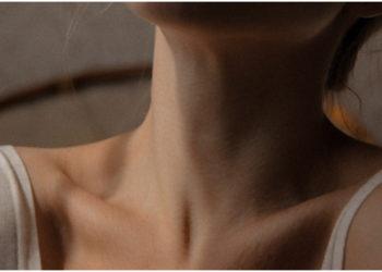 Mascarilla con clara de huevo para tratar las arrugas del cuello. Foto: Unsplash