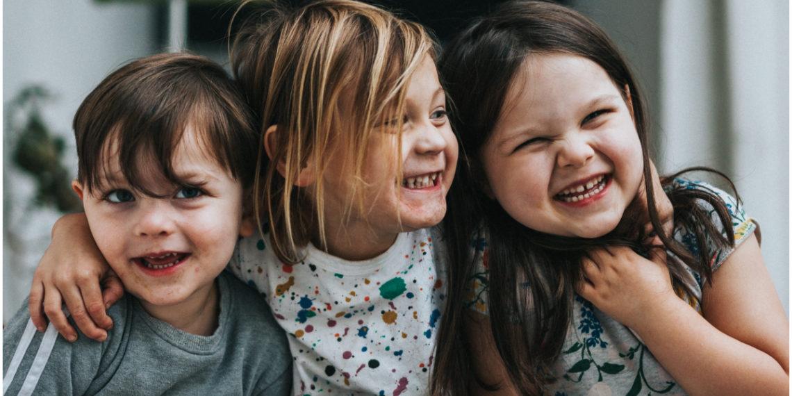 Ropa de colegio: Divertidos niños llegan a casa con un look irreconocible