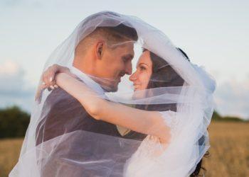¿Que el padre entregue a la novia en el altar es machista? Feministas llaman a acabar con esa tradición
