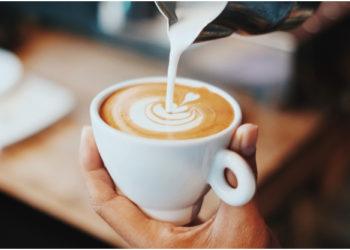 """""""Descuento por feo"""": Se vuelve viral una cafetería por sus curiosas promociones"""