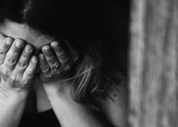 """""""Me siento como una viuda"""", dice escritora cuyo esposo hizo la transición a mujer"""